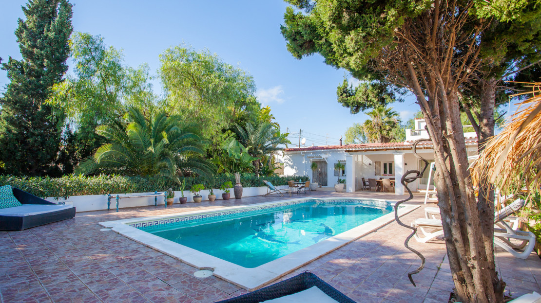 Vacation house with private pool, close to En Bossa beach