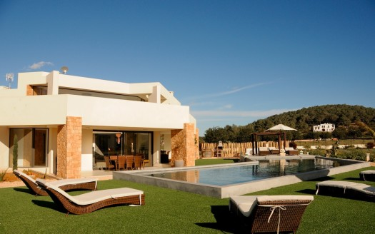 High-standard-private-villa-with-pool