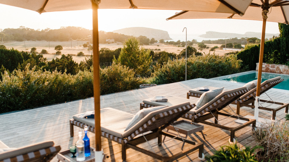 6 bedroom Luxury villa rental with sea views, sunset