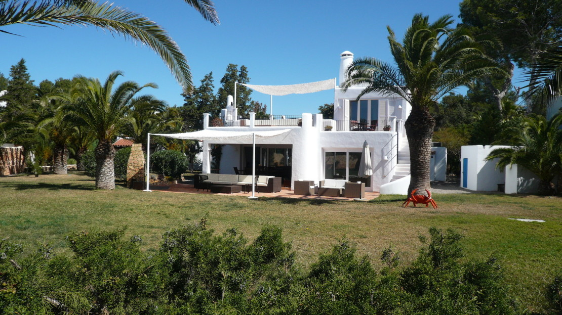 Amazing seafront rental villa, in Sta Eulalia with direct sea access