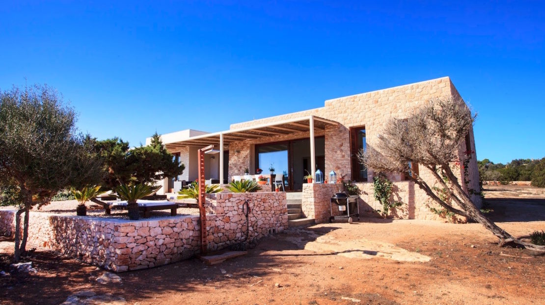 House with private pool to rent in the island of Formentera, Spain