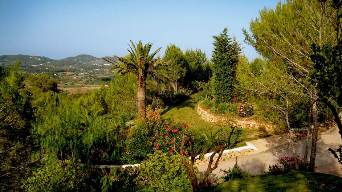 6 bedroom luxury villa to rent in Ibiza. North island with sea views.