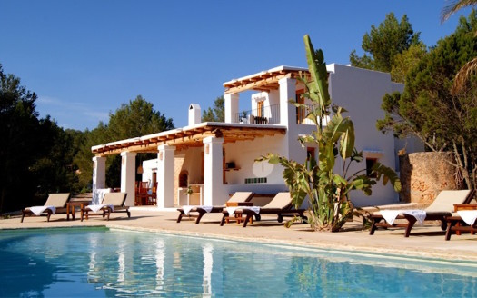 Lovely 3 bed house with pool to rent in Ibiza