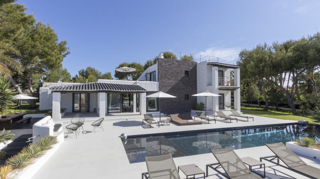 6 bedroom Luxury villa to rent close to the beach of Cala Codolar in San José