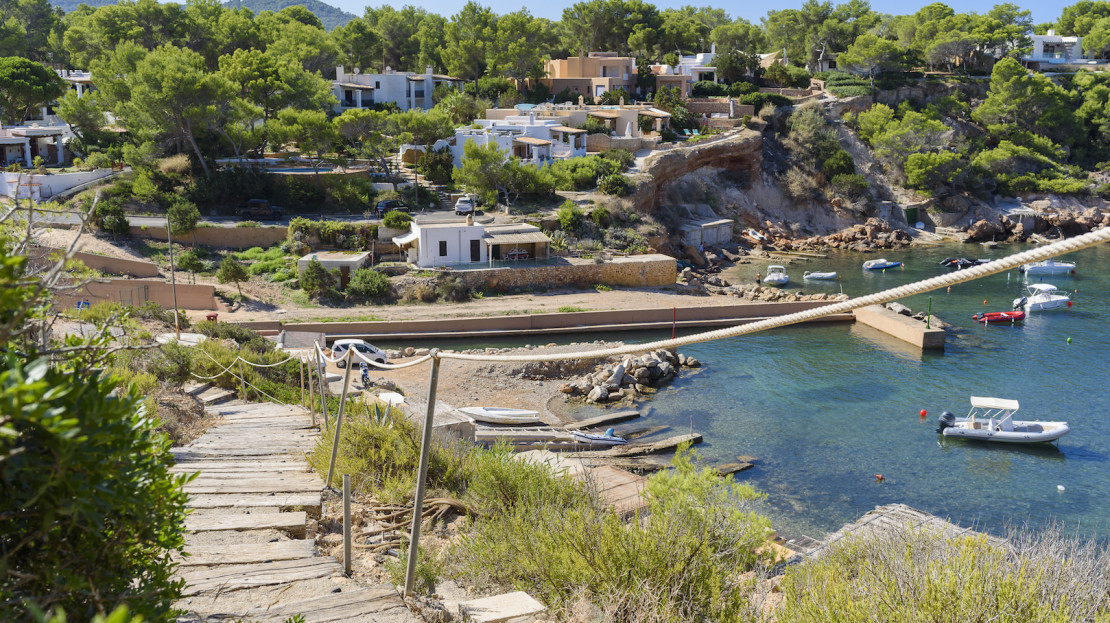 5 bedroom luxury villa to rent in Ibiza, with services