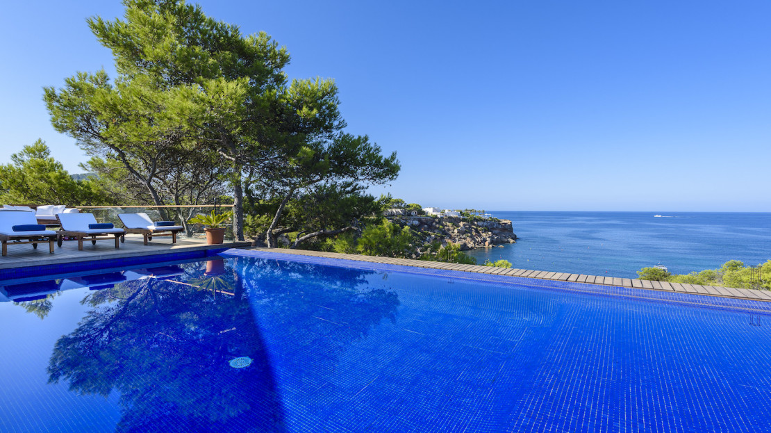 5 bed elegant villa, with services for rent in the Balearic island of Ibiza. Travel to Spain