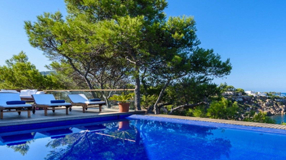 Villa in Cala Tarida with sea access