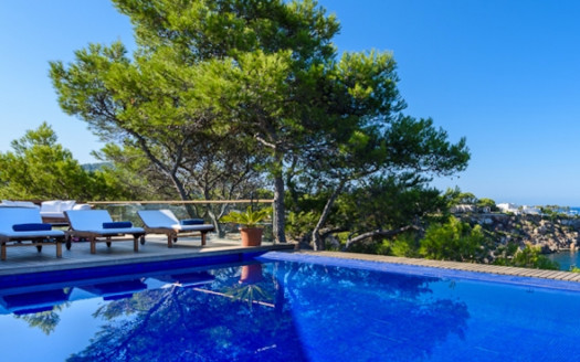 Villa in Cala Tarida with sea access