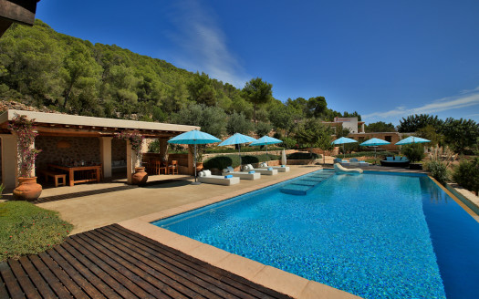 Authentic 6 bedroom finca for rent in the island of Ibiza