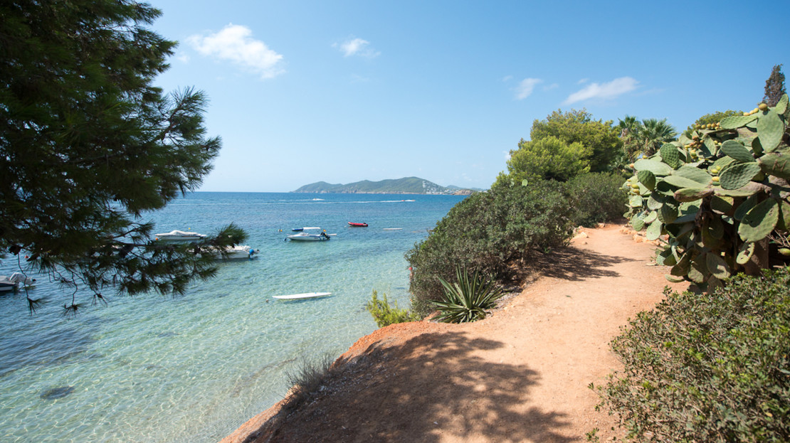 5 bedroom modern villa, 80mts from the sea and several beaches, santa Eulalia, Ibiza