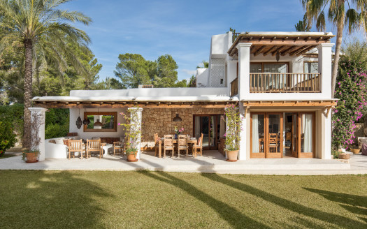 Family-firnedly villa in the heart of Porroig in Ibiza, available for summer