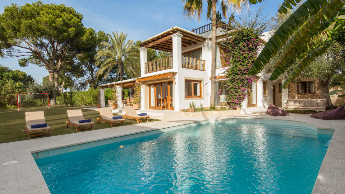 6 bedroom stylish home with private pool, ideal to rent for families with kids