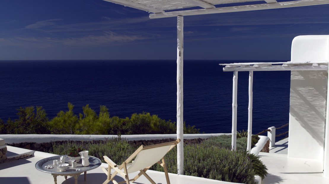 6 bedroom luxury villa, sea front to rent in Ibiza. Sea access