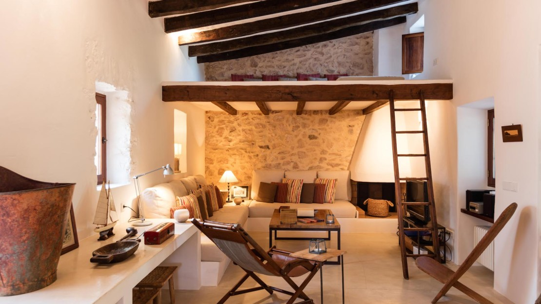 Private villa with pool to rent in Formentera for holidays