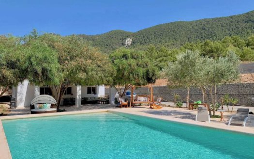 Lovely countryside house available for one year rental in Ibiza